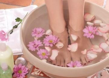 Полезно ли парить ноги в горячей воде
